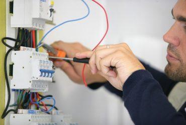 Sửa chữa, thay thế hệ thống điện